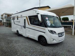 Eura Mobil Integra Line 720EB motorhome con letti gemelli in vendita a Mariano Comense